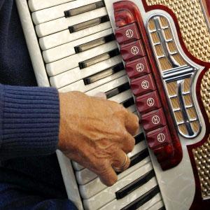 suonare la fisarmonica