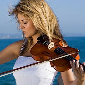 la ragazza suona il violino